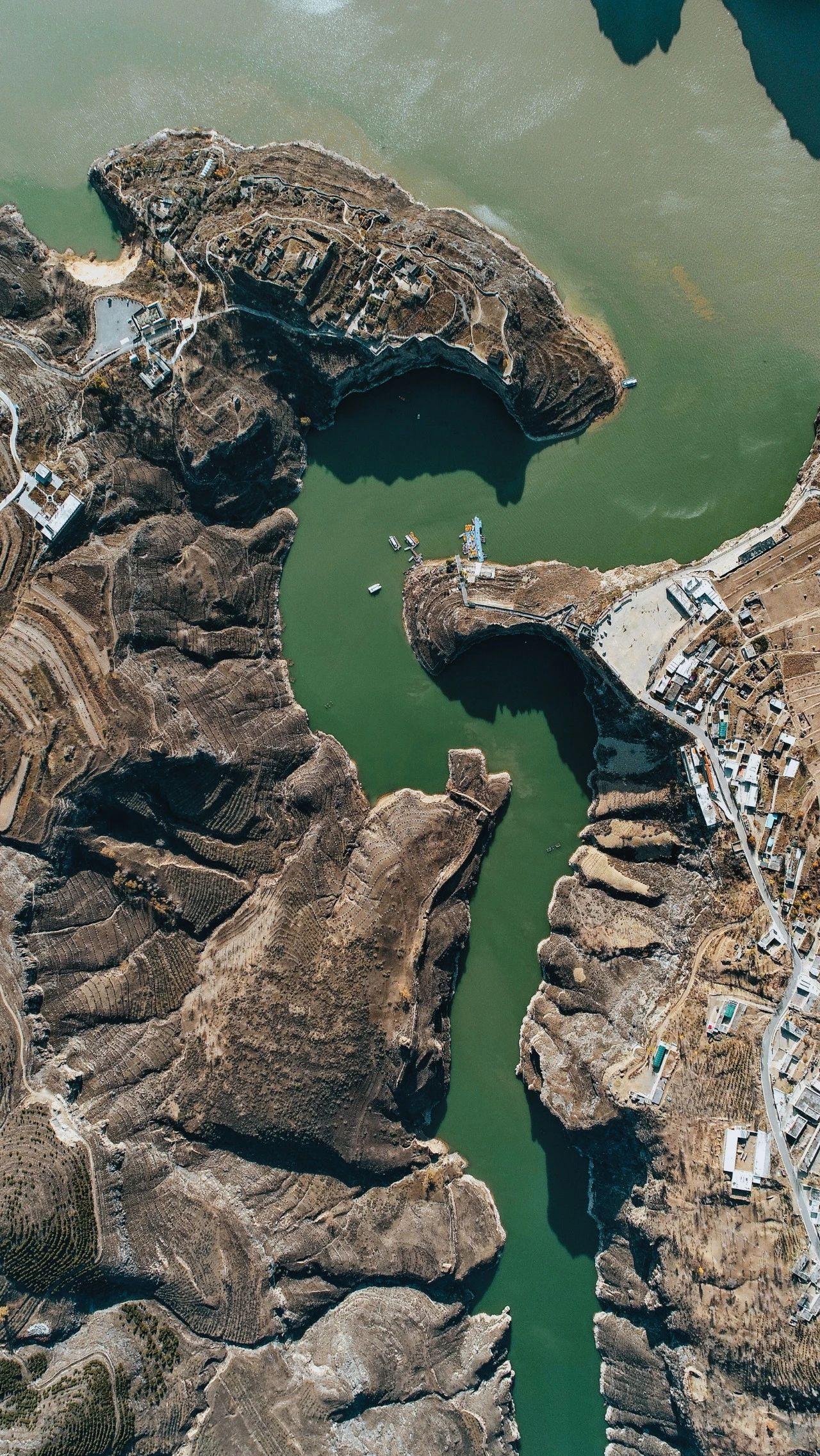 老牛湾,位于忻州市偏关县与呼和浩特市清水河县交界处。黄河在这里入晋,内外长城在这里交汇。 摄影 薛俊.jpg